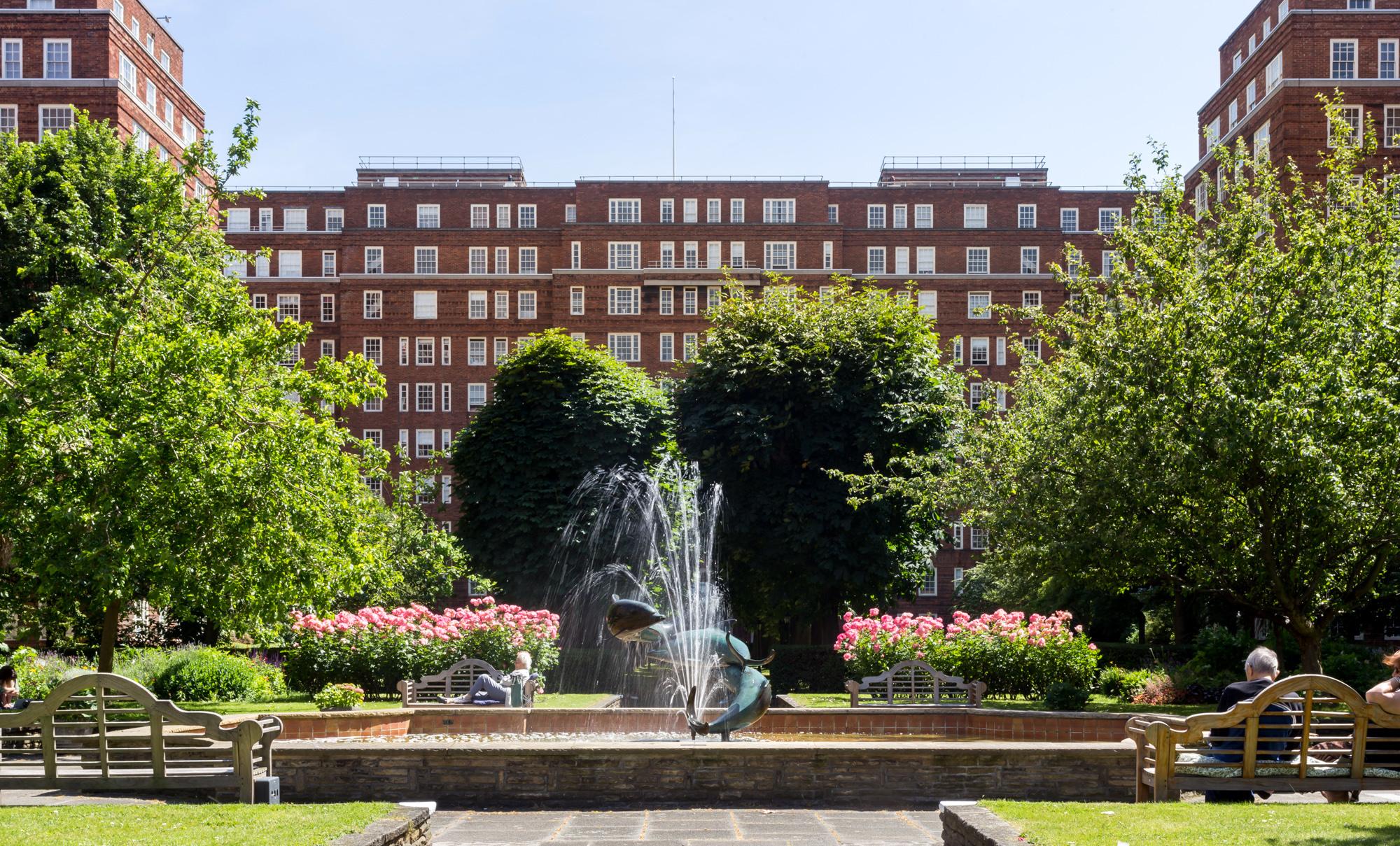 Dolphin Square est le plus grand complexe résidentiel privé du UK.