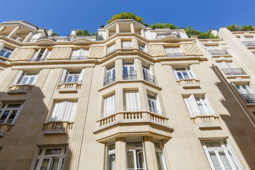 L'un des deux actifs repris dans le 16e arrondissement de la capitale par PGIM Real Estate.