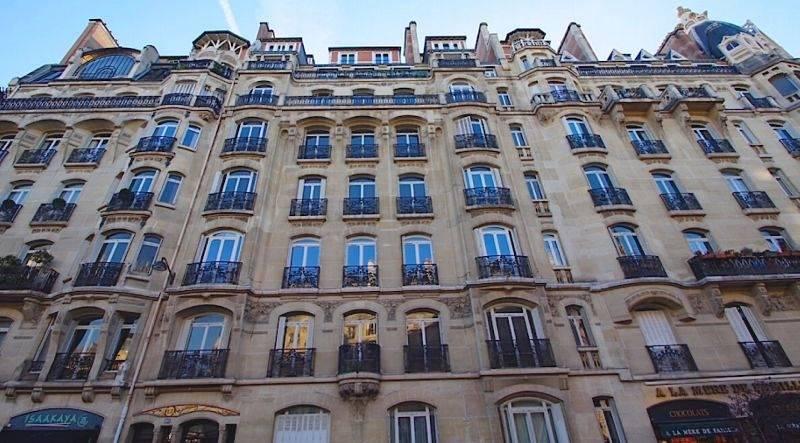 Le 105 Jouffroy d'Abbans, Paris 17.