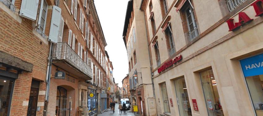 Vue de la rue de l'Hôtel de Ville à Albi, où Urban Coeur Commerce a repris un local commercial. © Maps
