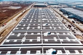 La toiture photovoltaïque d'Havlog au sein du port du Havre